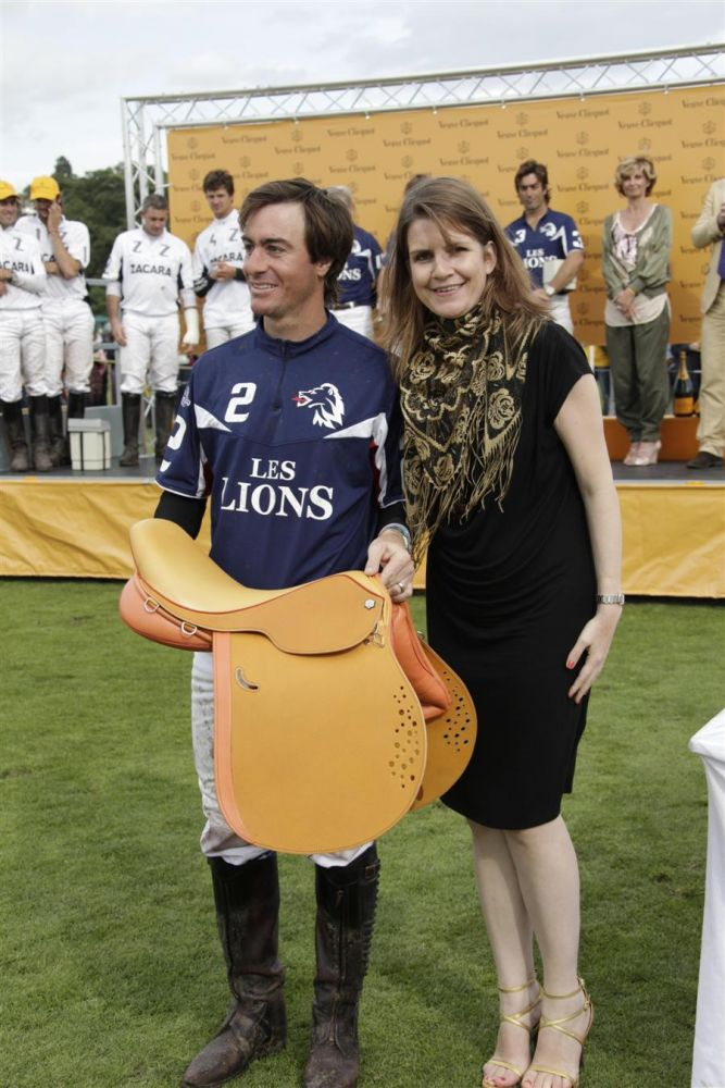 Elsa Corbineau, Brand Director Veuve Clicquot, presents the bespoke yellow saddle to Agustin Merlos - the highest goal scorer of the British Open tournament.
